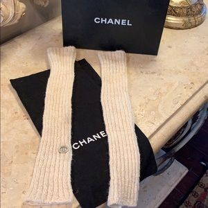 Gorgeous CHANEL long fingerless gloves